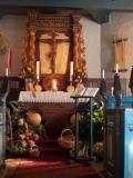 Geschmückter Altar bei Erntedank